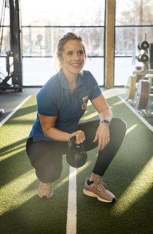 Therese har själv haft problem med ryggen och sköter hon inte sin träning kommer värken tillbaka.