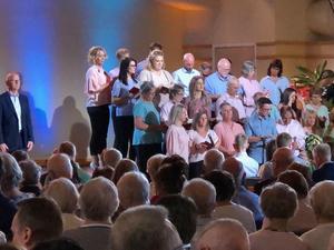 Flera körer, sånggrupper och solister svarar för sång- och musikinslag i de förinspelade tv-gudstjänsterna. Fotograf: Kent Wahlén