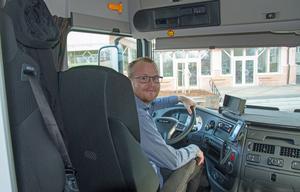 Marcus Westman är busschaufför och biblioteksassistent.