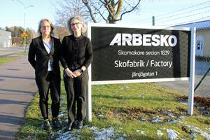 Karin Lidman, VD och Ana Paula Geisler, operativ chef på Arbesko i Kumla har som mål att skofabriken Arbesko ska finnas kvar i Kumla.