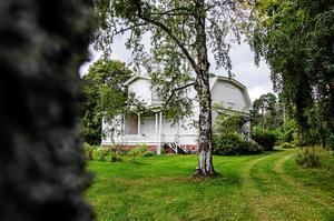 Visningar har hållits med husintresserade, men det är osäkert om någon får köpa eller inte. Här syns Villa Solbacken från omkring 1880 som ST:s läsare tidigare har röstat fram till stans vackraste hus.