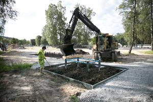 På Sportfältet där den gamla minigolfbanan låg byggs också en hinderbana. Både vuxna och barn kommer att kunna använda den.