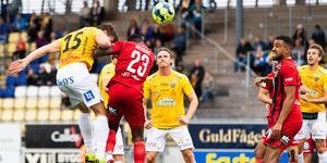 Kirill Pogrebnyak nickar in matchens enda mål. Foto: Carl Sanin/Bildbyrån