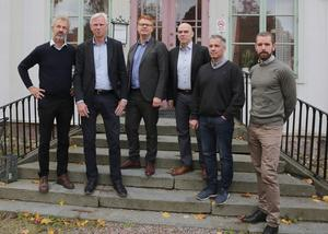 Här är sällskapet vars avsikt är att jobba för att det byggs datahallar i Smedjebacken. Från vänster: Magnus Bakke, finanschef EcoDC, Lennart Silfverin, näringslivschef, Fredrik Rönning (S), kommunalråd, Jan Fahlén, utvecklingschef EcoDC, Niklas Bodin, projektledare EcoDC och Mikael Svanfeldt, teknisk chef vid EcoDC.