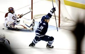Samma vecka som sin NHL-debut, närmare bestämt under lördagen, gjorde Steen sitt första NHL-mål, när han i matchen mot Montreal satte 1-1-målet. Den säsongen gjorde Steen 45 poäng (18+27) på 75 matcher.