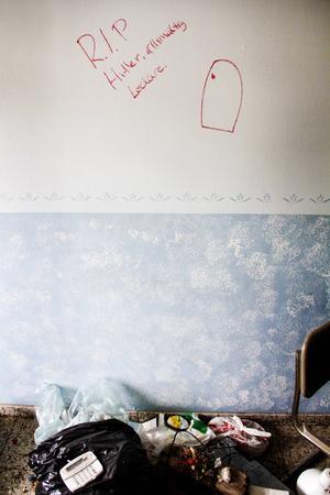 Vandalisering och hakkors. På Bromäng hör det ihop.