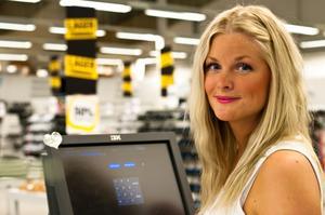 Sara Eriksson är säljare på Skokanonen som nu fått nygamla ägare.