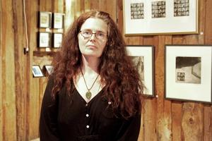 Renée Persson Livh är likt sin dotter fascinerad av gamla objekt men snarare byggnader och bruksföremål än skallar.