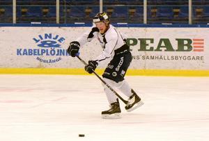 Sebastian Bengtsson hoppas på att det äntligen, på fjärde försöket, ska bli en seger mot VIK Hockey.