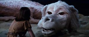 Atreyu (Noah Hathaway) möter draken Falkor (Alan Openheimer). Foto: Warner Bros. Entertainment