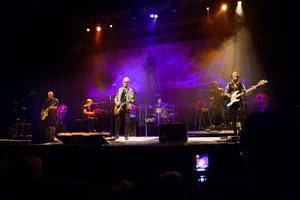 Uno Svenningsson och hans band drog fullt hus i Tonhallen i Sundsvall.