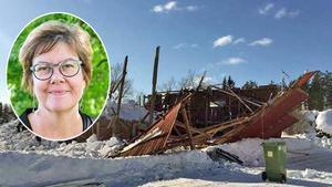 Kommundirektör Åsa Bellanders ladugård har rasat samman under snömassorna. Bild: Katarina Vikström och Anki Haglund.