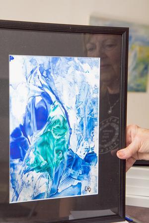 Christel Bäckman arbetar även i tekniken encaustic art, där bindemedlet i färgen är vax som bearbetas med värme.