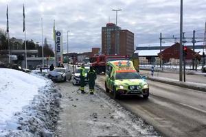 Två personbilar och tre personer var inblandad i trafikolyckan som inträffade i Ludvika vid lunchtid på onsdagen.