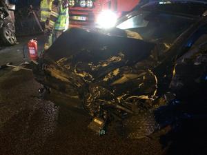 Omfattande skador på en av bilarna.