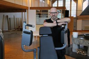 Efter många år som säljare av utrustning till olika gym, skapar nu Lars Strand sitt eget drömgym.