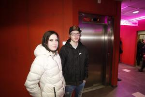 Tova Wahlund och William Hansen trotsade snöstormen och åkte från Gävle för att se Lars Winnerbäck.