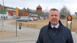 Det är hög tid för Nynäshamns kommun att kasta ut den gamla oljepannan på Kyrkskolan och se till att införa ett mer miljövänligt värmesystem, anser Patrik Isestad (S).