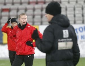 Elin Rombing har återvänt och skrivit nytt kontrakt med Eskilstuna United efter en säsong på lån i Kif Örebro.