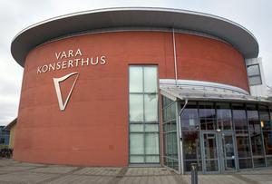 Ekonomiska förluster väntar Vara Konserthus som hållit stängt sedan i april.
