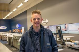 Stefan Wiklander på Folkpool, som håller stängt under fredagen efter branden i grannbutiken.