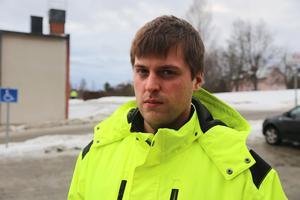 Mattias Olofsson tycker inte att skidtunnel-projektet var klokt, men att man inte kan sluta nu.