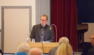 Johan Thomasson menade att taxorna för tunga brunnslock och långa slangar borde slopas.