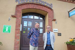 """Mattias Hägg driver Mattias Mat tillsammans med bröderna Simon och Martin Knutas. Nu ska trion ta över efter turistbyrån och göra saluhall av """"pepparkakshuset"""" vid Sandtorget. En lösning som kommunens fastighetschef Ingemar Linusson är mycket nöjd med."""