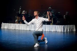 Teaterdirektör Jens W Nilsson öser beröm över det eminenta BH-bandet.
