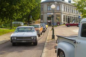 Flera bilar från olika år letade sig ut under lördagskvällen.