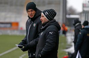 Axel Kjäll och assisterande tränaren Daniel Bäckström.
