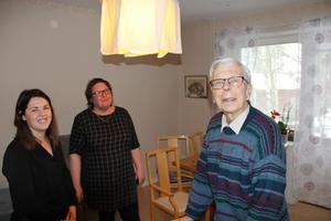 Marie Andersson, Marie Alamartin och Lars Dahlman i Lars lägenhet.