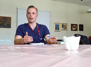 Sebastian Karlberg jobbar aktivt fackligt för bättre arbetsförhållanden. En viktig punkt på Tunagården nu är den höga sjukskrivningen bland personalen.