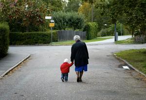 Kristdemokraterna vill se en gränsöverskridande gemenskap, och menar att en bra början kan vara att göra det möjligt för far- eller morföräldrar att ta över föräldradagar. Bild: Henrik Montgomery/TT