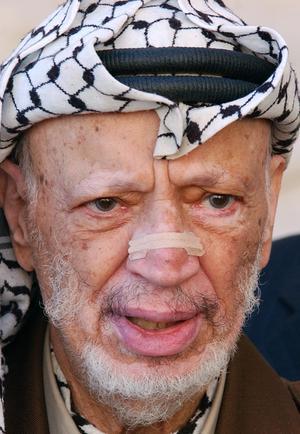 Tidigare PLO-ledaren Yassir Arafat intervjuade Ulf Elfving i Tunis och det mötet var ett av de mest spännande i radiomannens mkarriär. Foto: AP Photo/Muhammed Muheisen