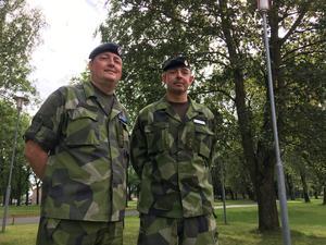 Överstelöjtnant Niclas Wetterberg och överstelöjtnant Tobias Hagstedt var med och tog emot de värnpliktiga.