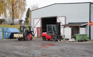 Det var från det här förrådet som aggregaten stals. Troligen med hjälp av företagets egna truckar.