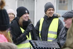 Tyra Blum och Jörg Hellkvist är engagerade i klimatfrågan och såg till att klimatstrejk även hölls i Norrtälje på fredagen.