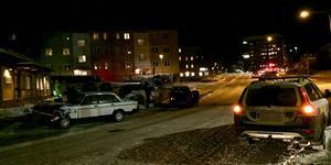 Polis på plats vid olycksplatsen.