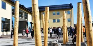 Till de nya byggnaderna på campus kopplas också samisk konst av Katarina Pirak Sikku