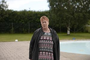 Berit Karlsson har jobbat på Nackstabadet sedan tidigt 90-tal. På tisdagen var hon med och såg till att barnpoolen blev tömd och rengjord.