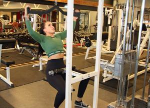 """Linn tränar på gym varje dag. """"Jag gör det med målet att bli starkare, stärka upp mitt ben, forma kroppen och självklart för att må bra och ha kul"""". Ett av hennes framtida mål är att starta ett eget gym."""