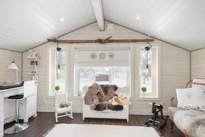 Allrum med möjlighet att skapa ytterligare ett sovrum på övre plan. Foto: Patrik Persson