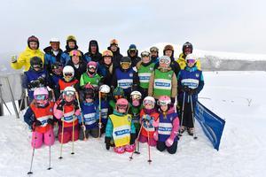 Skicrosslandslaget OS-laddar på Idre Fjäll med att träna tillsammans med ungdomar i Idre SK.