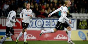 Kalle Holmberg firar sitt 2–0-mål hemma mot Gais i oktober 2013. Arkivbild: TT