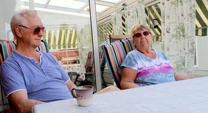 Både Dan och Irene har mångårig erfarenhet av att jobba med människor, och trots att pensionsåldern är passerad så har de inga tankar på att trappa ner.