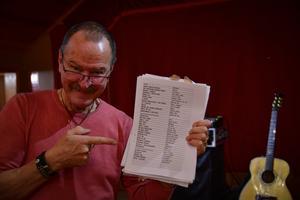 Krantz visar sitt körschema för publiken.