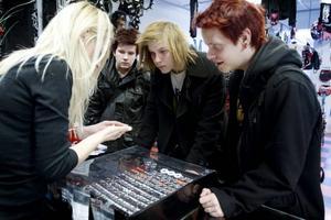 Emil Kling, Martin Grave och Max Linde Jarl säger att det är vanligt bland deras kompisar med piercingar.