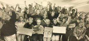 Ola Brantmark, Per Lindblad, Matilda Sjöberg och Anna Ekholm hade gjort de teckningar som klass 6 A och 6 B vid Önstaskolan vann 1000 kronor med i Televerkets