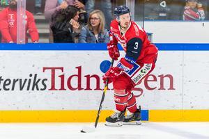 Andreas Frisk har varit en av hockeyallsvenskans bästa backar de senaste två åren. Men hittills den här säsongen har han inte nått samma nivåer som tidigare. Foto: Daniel Nestor / Bildbyrån